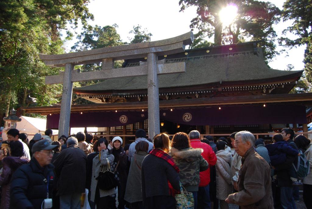 鹿島神宮拝殿前